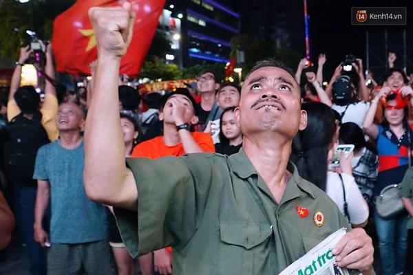 Nhìn lại chuỗi cảm xúc biến động của CĐV Việt Nam trong trận thắng ngộp thở 1-0 trước Thái Lan-9