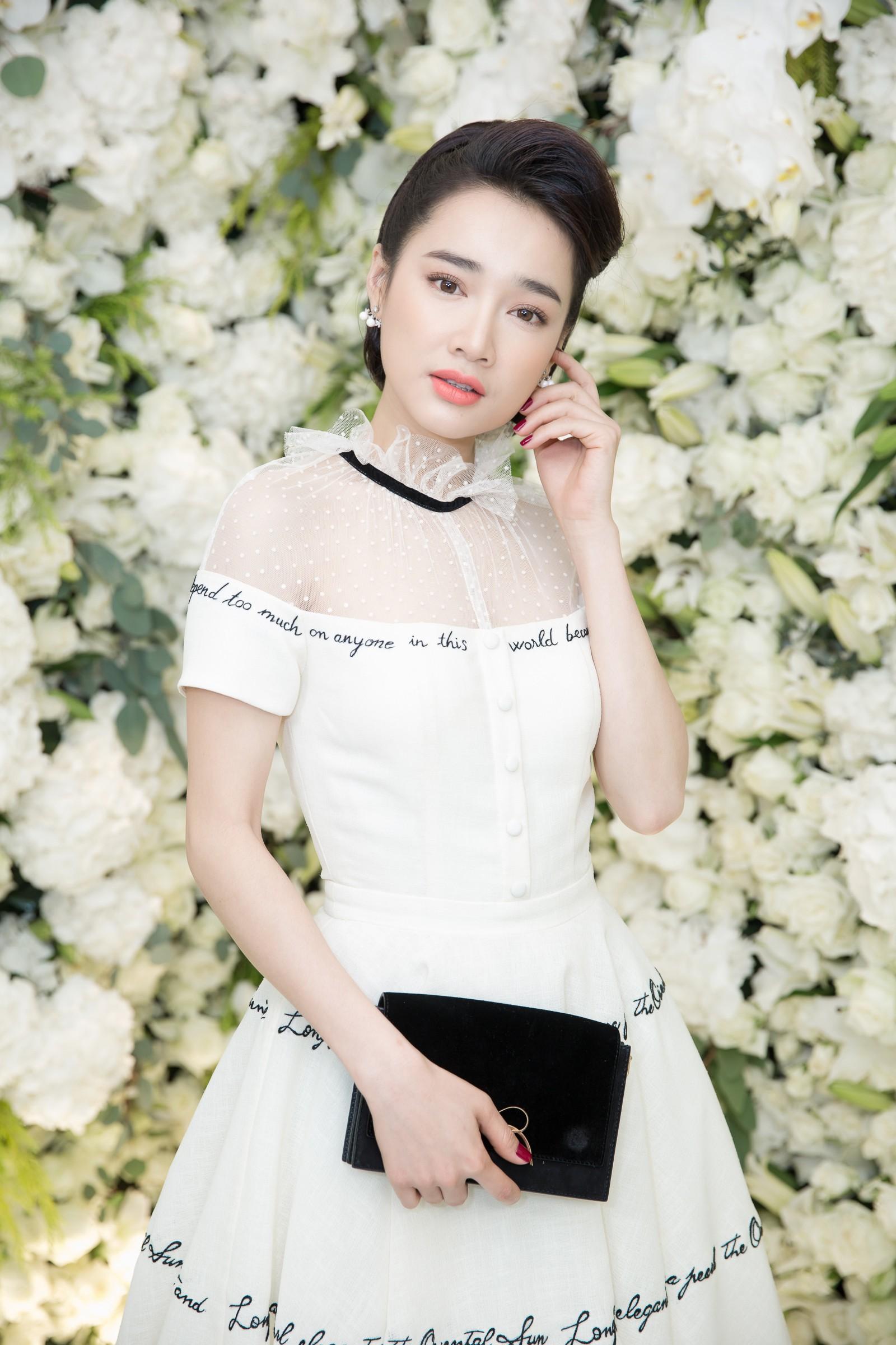 """Không chỉ táo bạo khoe ngực khủng, Nhã Phương còn chăm chỉ nâng cấp"""" bản thân sau khi làm vợ Trường Giang-2"""