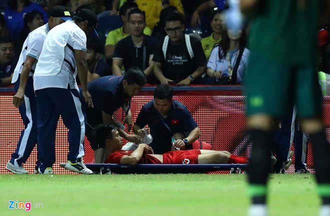 Ít nhất 2 cầu thủ Thái Lan xứng đáng nhận thẻ đỏ-1
