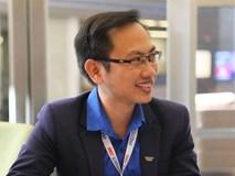 Thông tin cực hiếm về chú rể của MC Phí Linh: Phó trưởng phòng tiếng Anh,