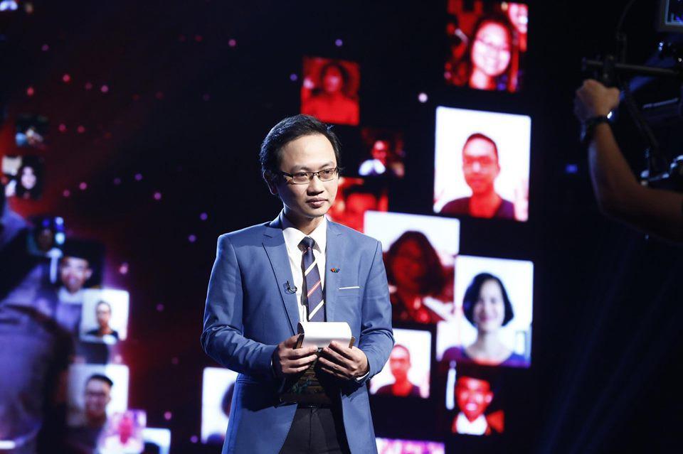 Thông tin cực hiếm về chú rể của MC Phí Linh: Phó trưởng phòng tiếng Anh, người đứng sau nhiều show đỉnh của VTV-6