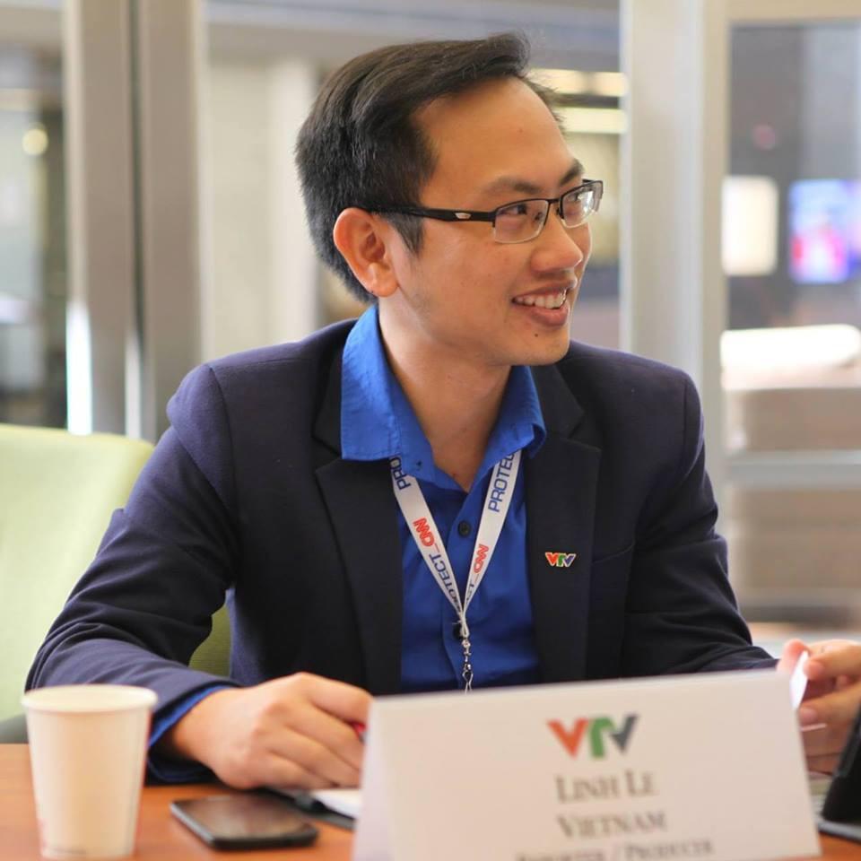 Thông tin cực hiếm về chú rể của MC Phí Linh: Phó trưởng phòng tiếng Anh, người đứng sau nhiều show đỉnh của VTV-1