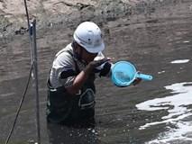 Chuyên gia Nhật ngửi mùi nước sông Tô Lịch sau 20 ngày thí điểm xử lý
