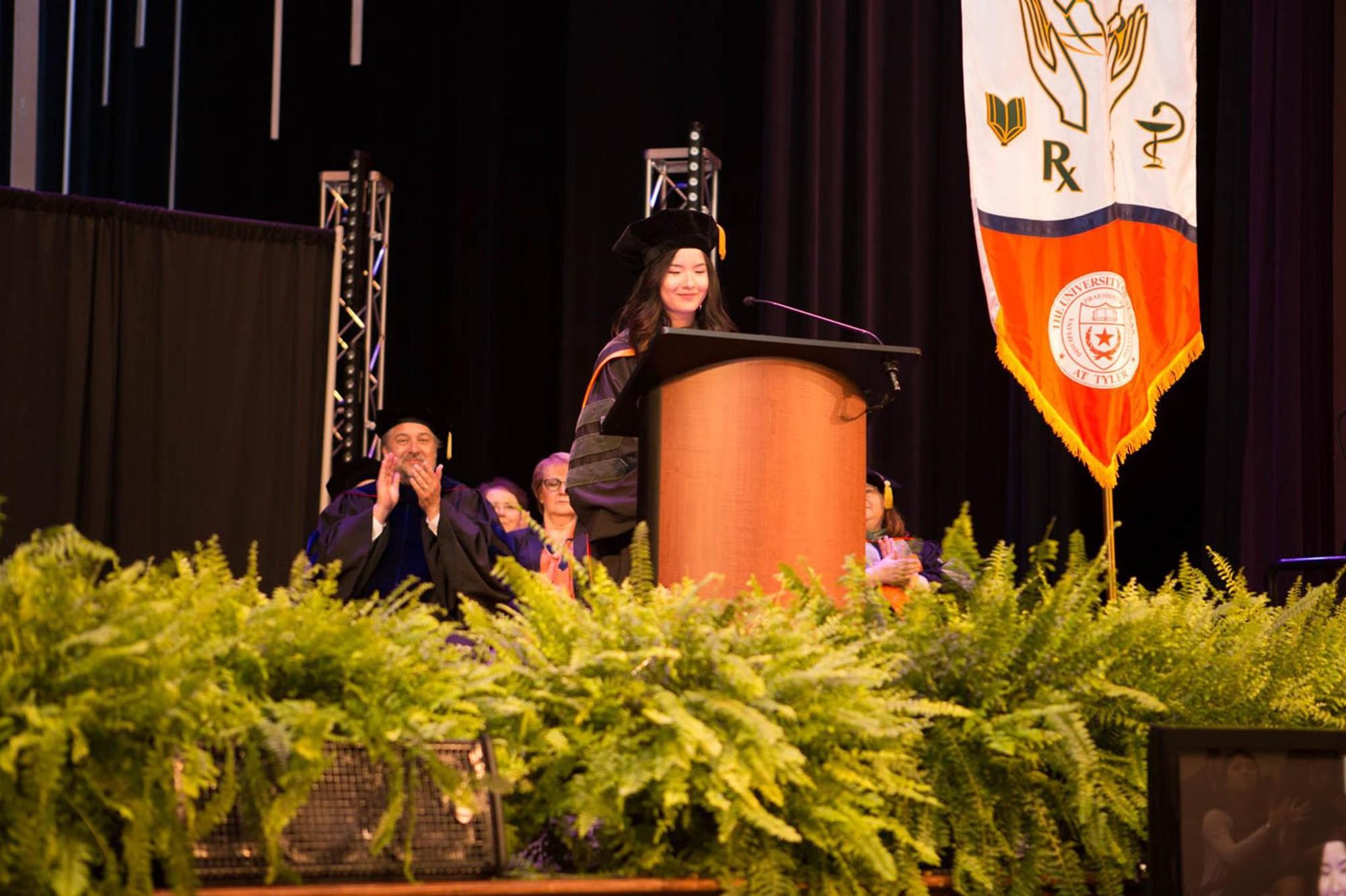 Lần đầu tiên có nữ du học sinh Việt tốt nghiệp thủ khoa ngành Dược một trường Đại học lớn tại Mỹ-1