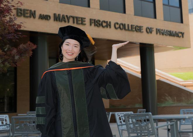 Lần đầu tiên có nữ du học sinh Việt tốt nghiệp thủ khoa ngành Dược một trường Đại học lớn tại Mỹ-2