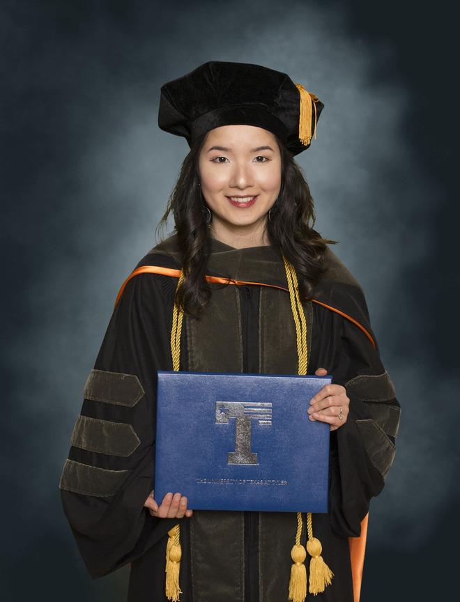 Lần đầu tiên có nữ du học sinh Việt tốt nghiệp thủ khoa ngành Dược một trường Đại học lớn tại Mỹ-3