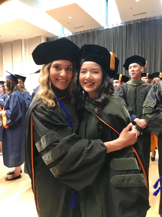 Lần đầu tiên có nữ du học sinh Việt tốt nghiệp thủ khoa ngành Dược một trường Đại học lớn tại Mỹ-7