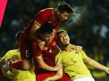 """Thái Lan đã vỡ trận nếu không được trọng tài """"cứu"""" ở tình huống Văn Hậu bị tát vào mặt?"""