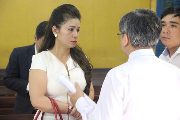 Bà Lê Hoàng Diệp Thảo tố cáo chấp hành viên-1