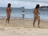Cô gái mặc nguyên nội y mỏng tang ra biển, lộ cả băng vệ sinh khiến dân tình choáng váng