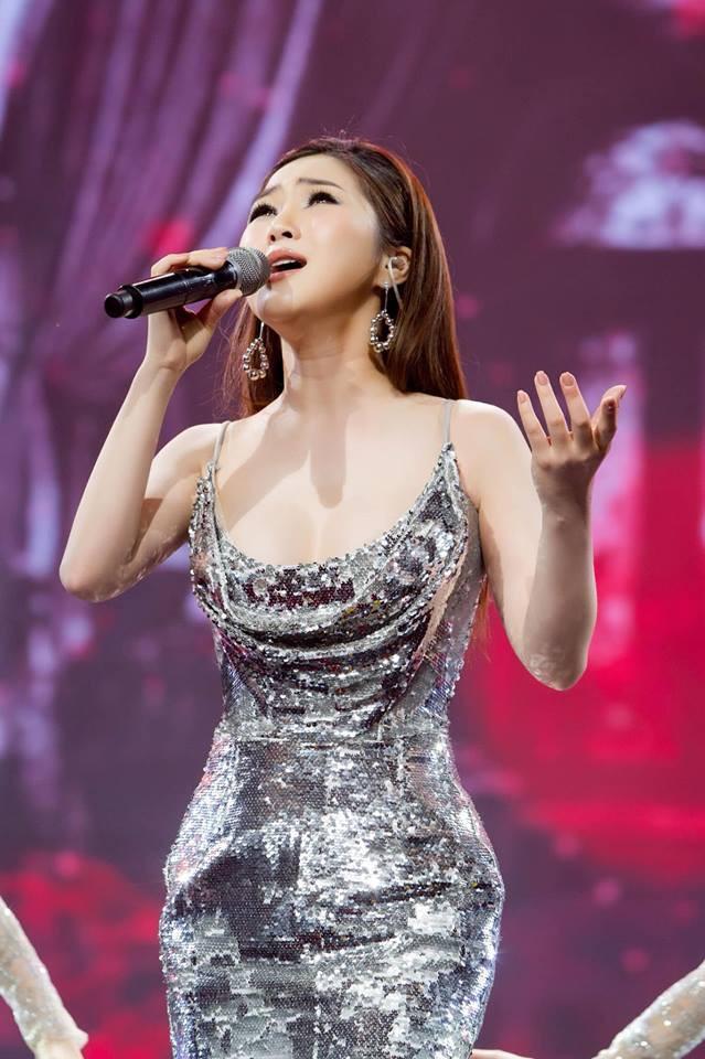 Đi Mỹ du học chưa lâu, Hương Tràm đăng clip hát live cực khủng nhưng bất ngờ thay fan lại chỉ chú ý đến... vòng eo-6