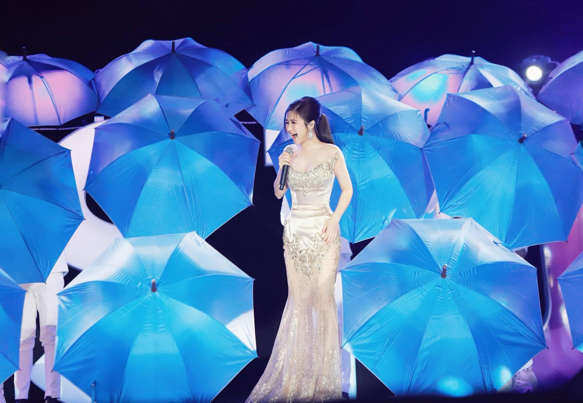 Đi Mỹ du học chưa lâu, Hương Tràm đăng clip hát live cực khủng nhưng bất ngờ thay fan lại chỉ chú ý đến... vòng eo-1