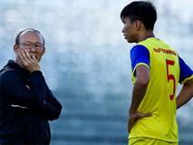 HLV Park Hang-seo hỏi thăm Văn Hậu sau cái tát của cầu thủ Thái Lan