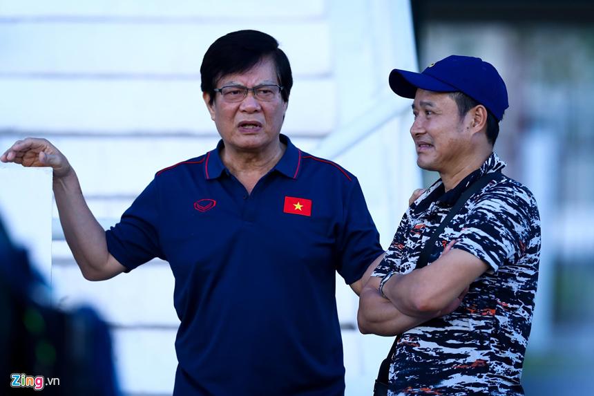HLV Park Hang-seo hỏi thăm Văn Hậu sau cái tát của cầu thủ Thái Lan-10