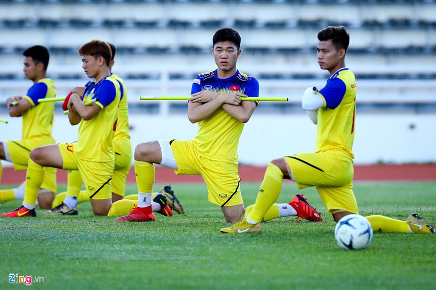 HLV Park Hang-seo hỏi thăm Văn Hậu sau cái tát của cầu thủ Thái Lan-8