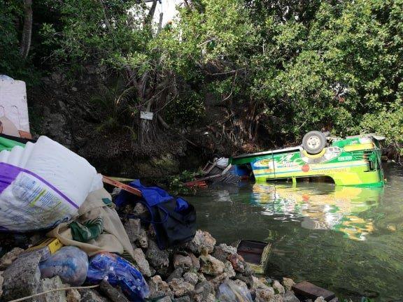 Tai nạn đường bộ nghiêm trọng tại miền Trung Philippines-1