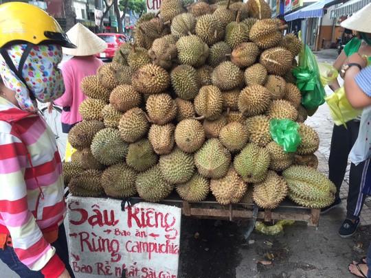 Sầu riêng rừng Campuchia rao 10.000 đồng nhưng bán tới 60.000 đồng/kg-1
