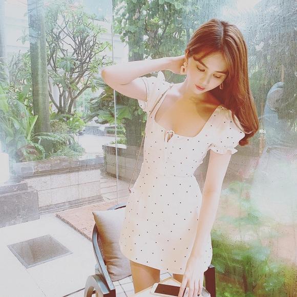 Sau loạt ồn ào về trang phục, Ngọc Trinh nhận mưa lời khen với đầm trắng nhẹ nhàng-6