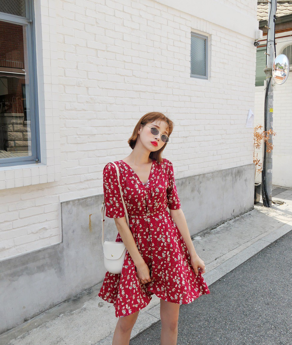 Váy hoa - item phủ sóng dày đặc mỗi mùa hè và 3 kiểu xinh đến nỗi bạn muốn rinh về hết cho tủ đồ-3