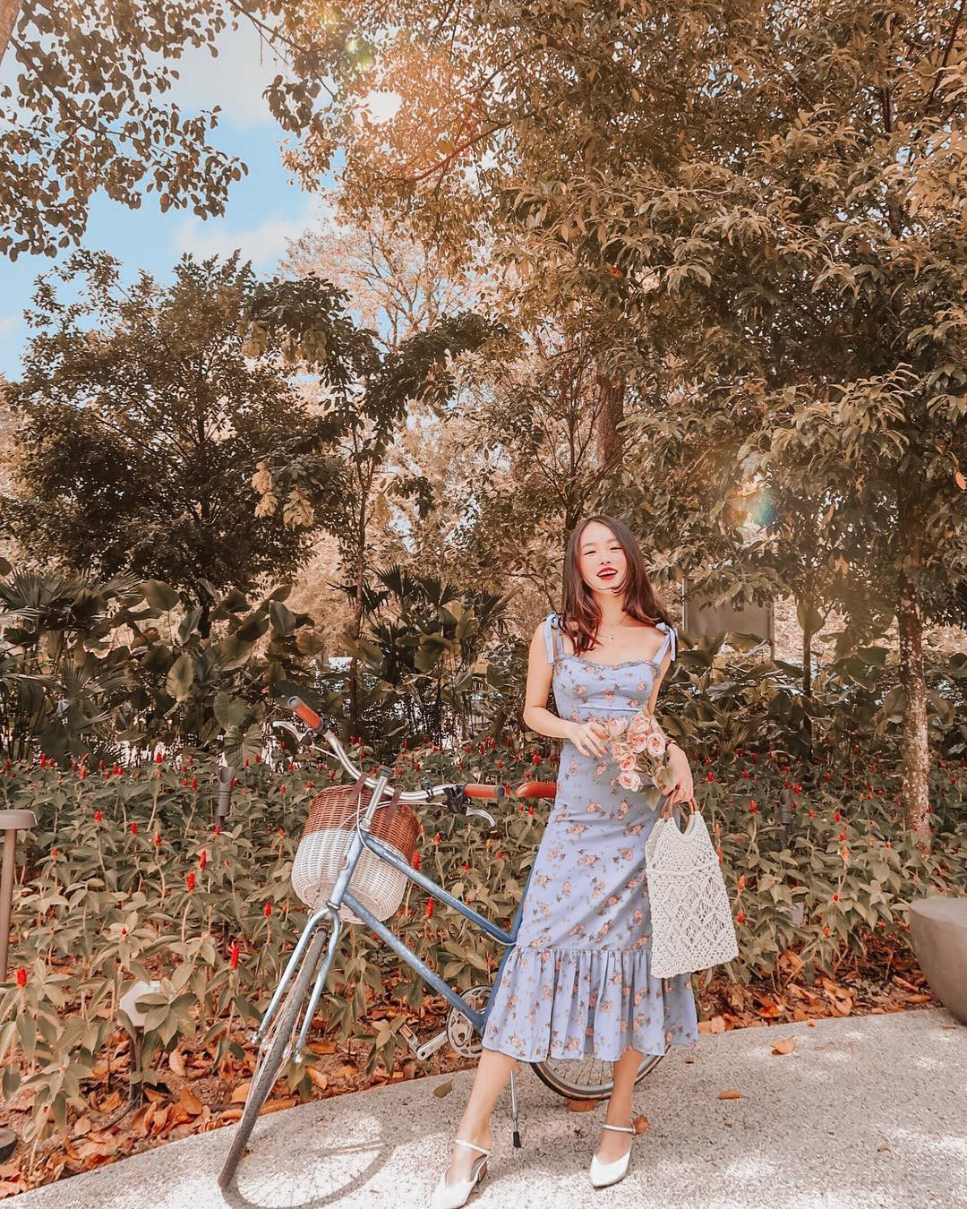Váy hoa - item phủ sóng dày đặc mỗi mùa hè và 3 kiểu xinh đến nỗi bạn muốn rinh về hết cho tủ đồ-11