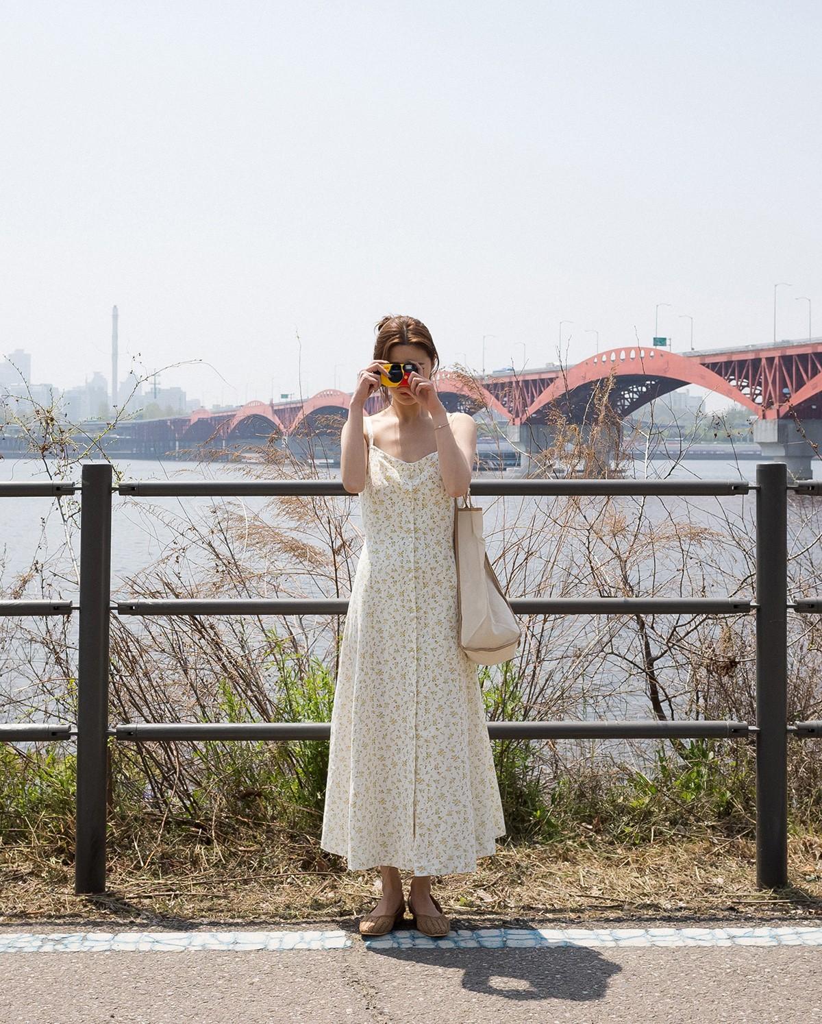 Váy hoa - item phủ sóng dày đặc mỗi mùa hè và 3 kiểu xinh đến nỗi bạn muốn rinh về hết cho tủ đồ-9
