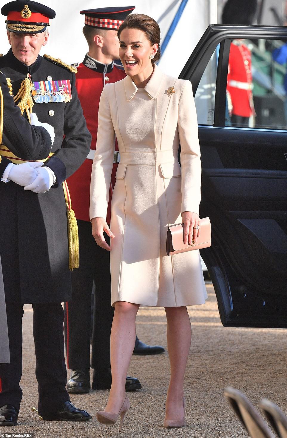 Tái xuất với vẻ ngoài khác thường không nhận ra, Công nương Kate bất ngờ dính nghi án thẩm mỹ ở điểm này-1