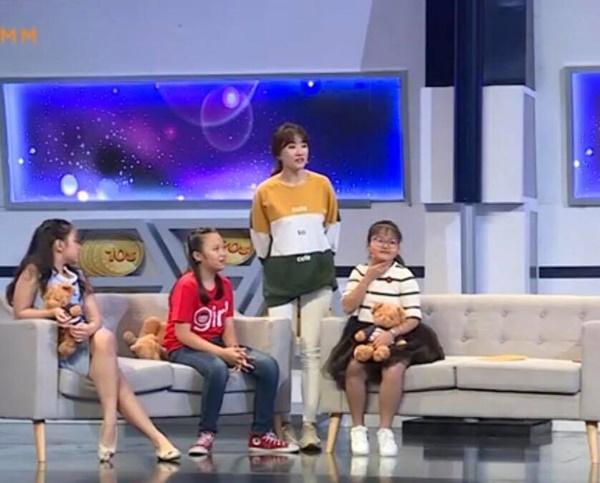 Hari Won tiếp tục lộ khuyết điểm kiến thức cơ bản khi dẫn chương trình Nhanh như chớp-2