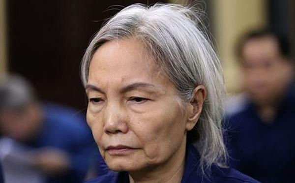 Bà trùm tóc bạc trắng của Ngân hàng Đông Á bị sốc, phải dìu ra ngoài khi nghe tòa tuyên án-1