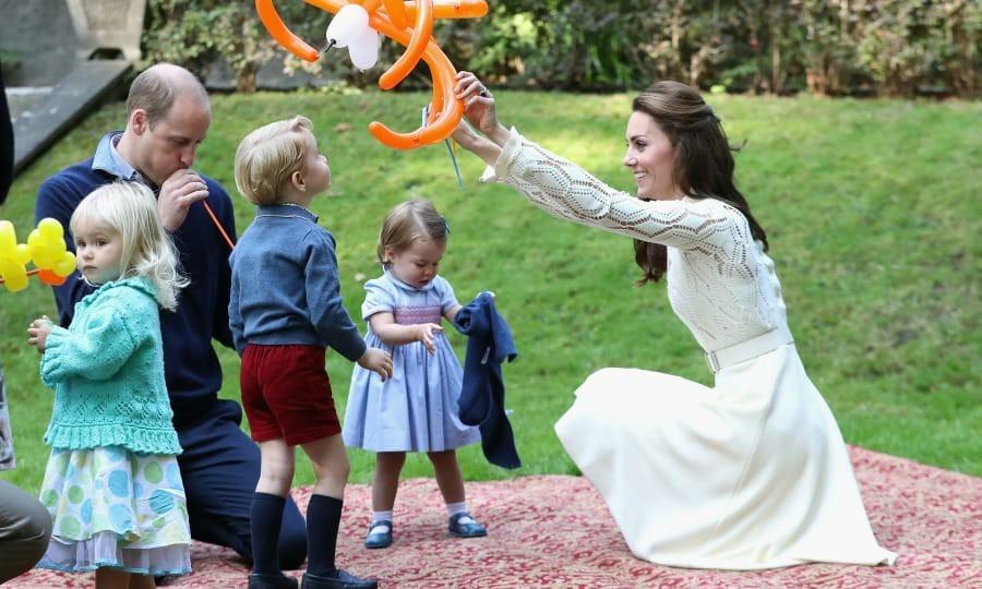 Lời khuyên nuôi dạy con của Hoàng gia Anh khiến Meghan dù theo đuổi phương pháp riêng cũng phải tham khảo-2