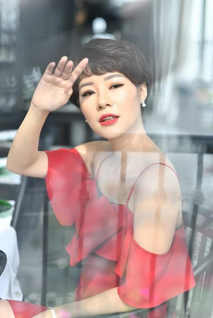 Tình địch của Thu Quỳnh Về nhà đi con hóa ra ngoài đời là Hoa hậu đại gia-7