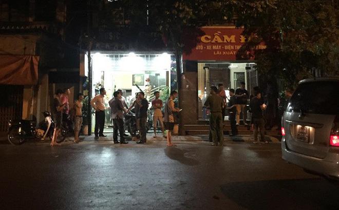 Công an kể phút giải cứu nữ chủ tiệm cầm đồ bị đâm, bắt làm con tin ở Hà Nội-1