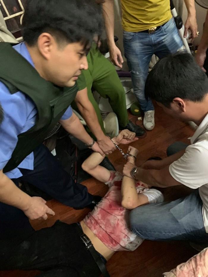 Công an kể phút giải cứu nữ chủ tiệm cầm đồ bị đâm, bắt làm con tin ở Hà Nội-2