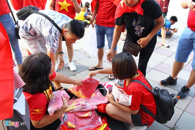 Công Phượng đá hỏng phạt đền, CĐV bật khóc khi Việt Nam bỏ lỡ chức vô địch Kings Cup trên đất Thái Lan-38