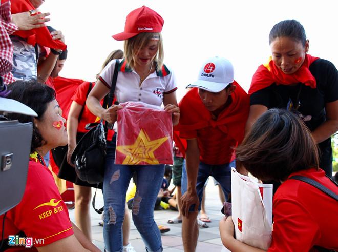 Công Phượng đá hỏng phạt đền, CĐV bật khóc khi Việt Nam bỏ lỡ chức vô địch Kings Cup trên đất Thái Lan-39