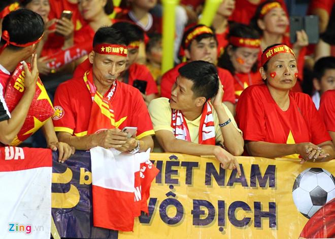 Công Phượng đá hỏng phạt đền, CĐV bật khóc khi Việt Nam bỏ lỡ chức vô địch Kings Cup trên đất Thái Lan-31