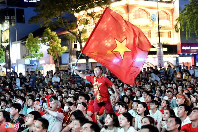 Công Phượng đá hỏng phạt đền, CĐV bật khóc khi Việt Nam bỏ lỡ chức vô địch Kings Cup trên đất Thái Lan-23