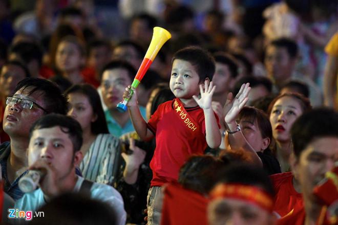 Công Phượng đá hỏng phạt đền, CĐV bật khóc khi Việt Nam bỏ lỡ chức vô địch Kings Cup trên đất Thái Lan-25