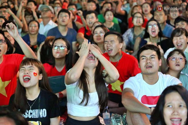Công Phượng đá hỏng phạt đền, CĐV bật khóc khi Việt Nam bỏ lỡ chức vô địch Kings Cup trên đất Thái Lan-15