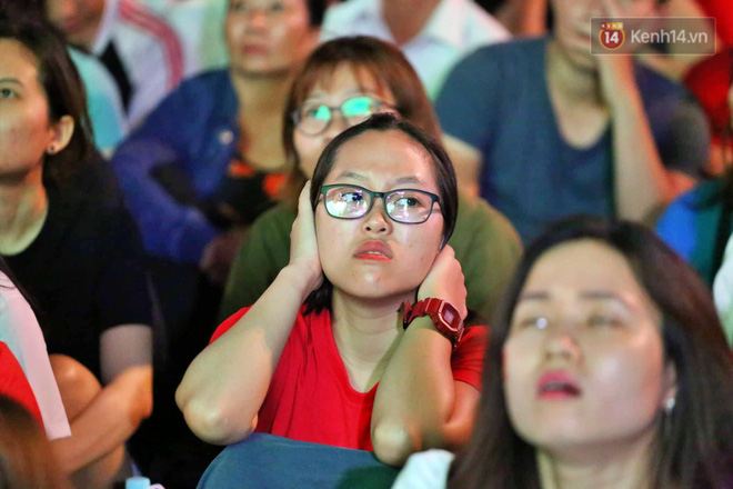 Công Phượng đá hỏng phạt đền, CĐV bật khóc khi Việt Nam bỏ lỡ chức vô địch Kings Cup trên đất Thái Lan-11