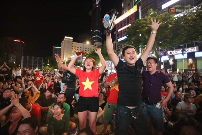 Công Phượng đá hỏng phạt đền, CĐV bật khóc khi Việt Nam bỏ lỡ chức vô địch Kings Cup trên đất Thái Lan-3