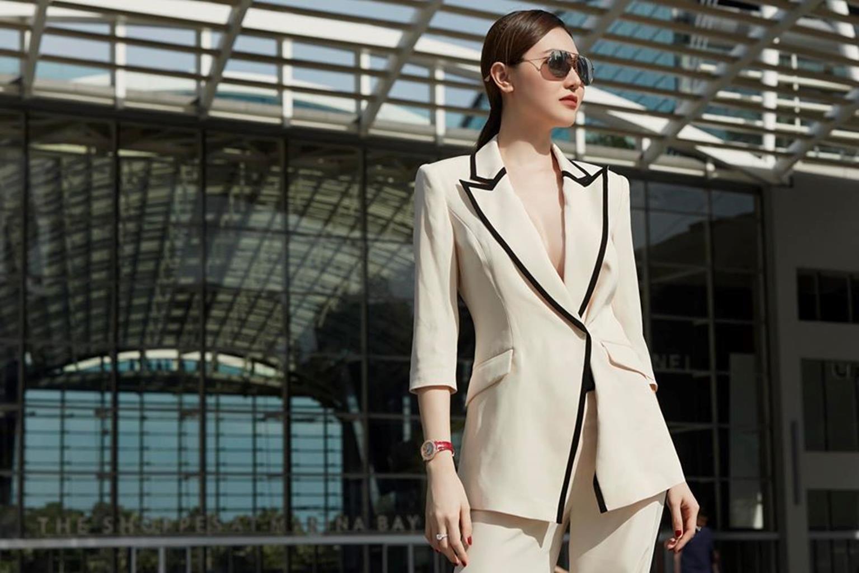 Mỹ nữ Vũng Tàu đi xe 70 tỷ mặc vest khoét sâu khoe vòng 1 nóng bỏng-2