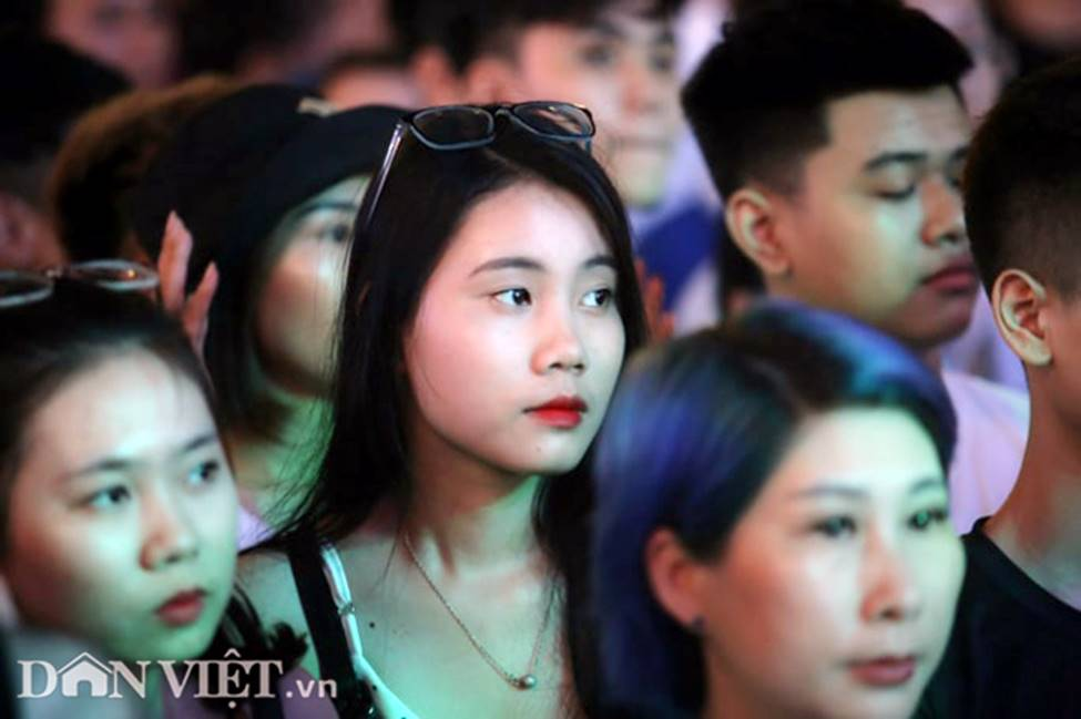 Ảnh: Hàng nghìn CĐV tiếc nuối vì tuyển Việt Nam không nâng cúp trên đất Thái-2