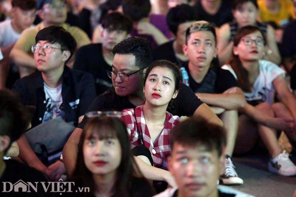 Ảnh: Hàng nghìn CĐV tiếc nuối vì tuyển Việt Nam không nâng cúp trên đất Thái-4