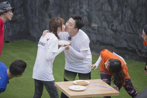 Trấn Thành ôm Lan Ngọc, Hari Won đá đểu cuộc chơi thì ngắn nhưng cuộc đời thì dài-6