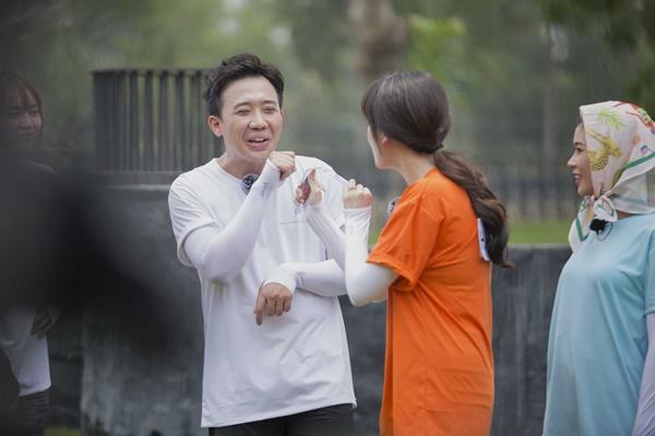 Trấn Thành ôm Lan Ngọc, Hari Won đá đểu cuộc chơi thì ngắn nhưng cuộc đời thì dài-7