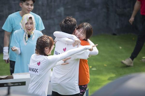 Trấn Thành ôm Lan Ngọc, Hari Won đá đểu cuộc chơi thì ngắn nhưng cuộc đời thì dài-8