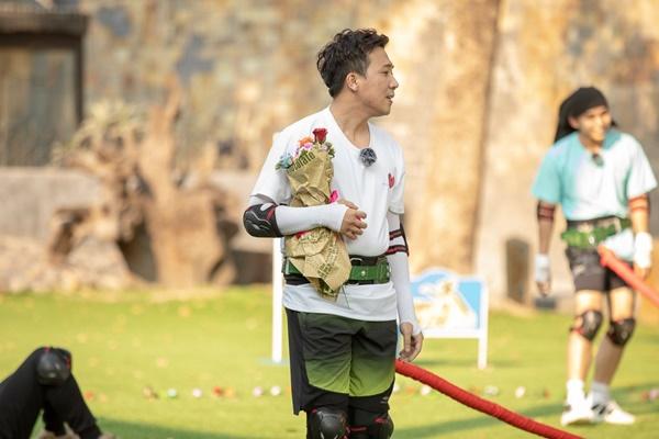 Trấn Thành ôm Lan Ngọc, Hari Won đá đểu cuộc chơi thì ngắn nhưng cuộc đời thì dài-10