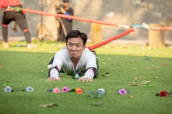Trấn Thành ôm Lan Ngọc, Hari Won đá đểu cuộc chơi thì ngắn nhưng cuộc đời thì dài-11