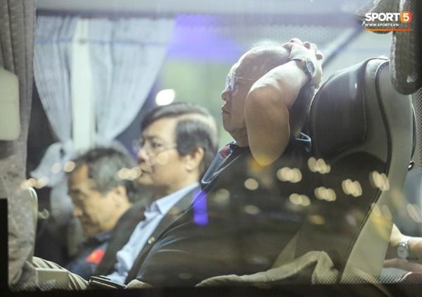HLV Park Hang Seo huỷ họp báo sau trận chung kết King's Cup vì vội về Việt Nam-1