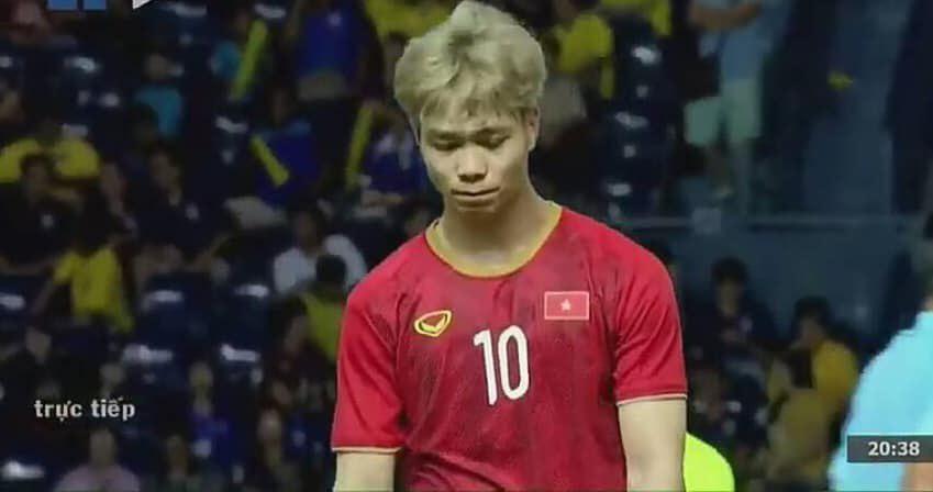 Hình ảnh Công Phượng lầm lũi lau nước mắt sau khi sút hỏng quả penalty định mệnh khiến NHM không khỏi xót xa-4